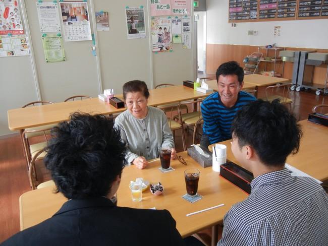 ▲「キッチンはな」管理者の島崎幸子さんと「生活支援センターそうそう」の佐久間大輔さん