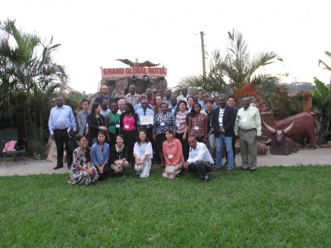 ▲フォーラム参加の研究者たちと記念写真